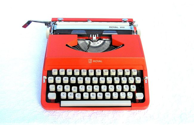 red typewriter 01